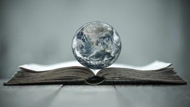 Earth-globe-on-a-book-cm