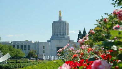 Oregon-Capitol-Building-with-Roses